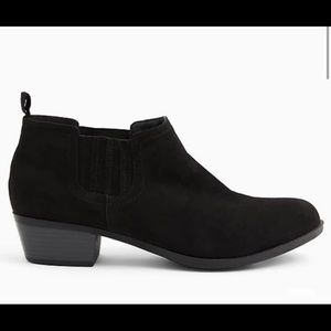 NEW! TORRID size 9 Chelsea Faux Suede Ankle Boot.